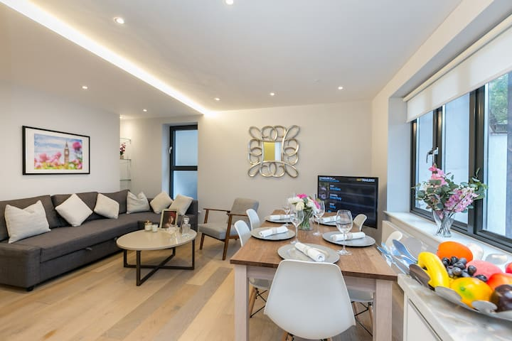 Beautiful modern 3-bedroom flat off Portobello