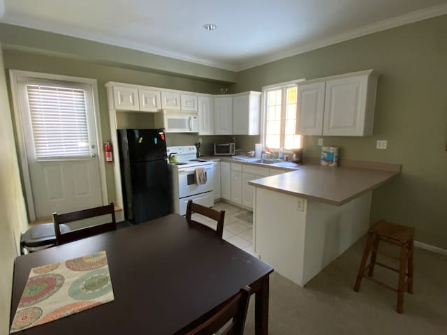 Private 1 bedroom apartment in historic Annandale