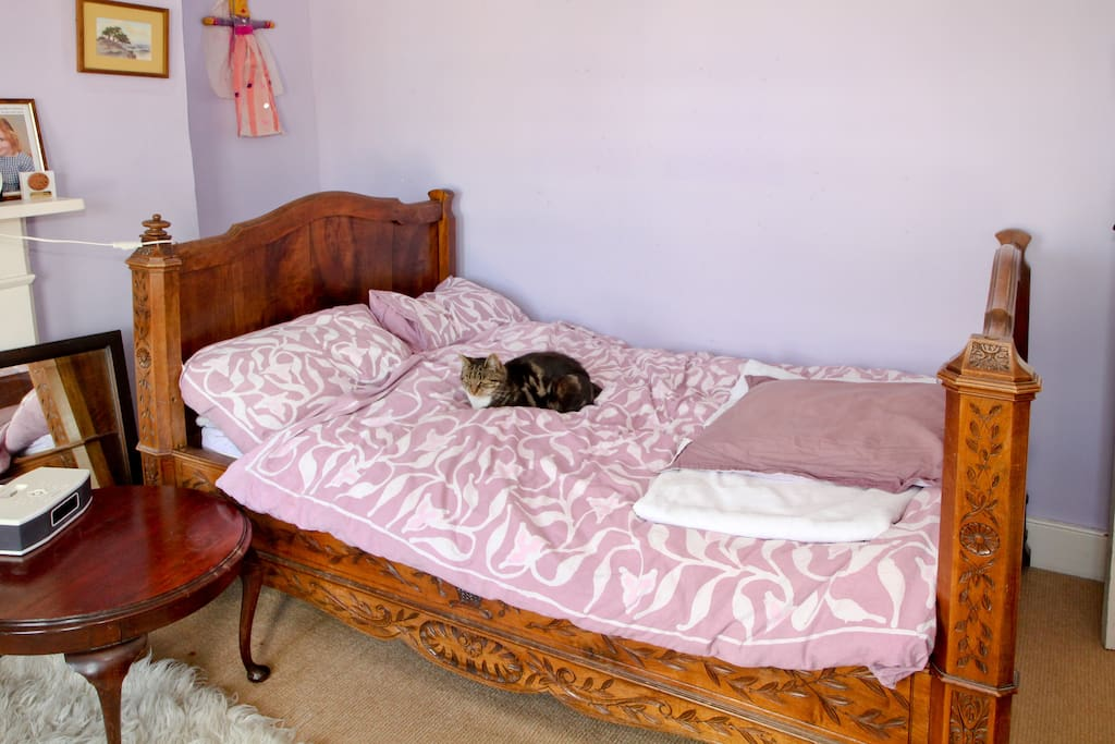 Light and spacious double with antique French bed - cat optional ...