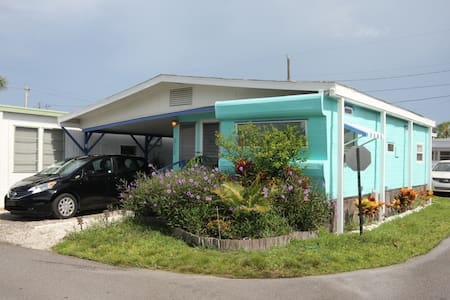 Vintage Beach Trailer (55+Age) - Bradenton Beach - Inny
