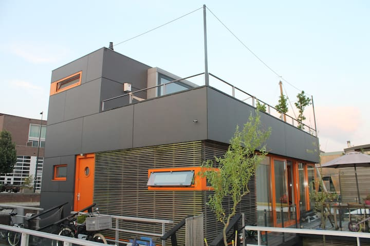 Modern Houseboat/Large Roof Terrace