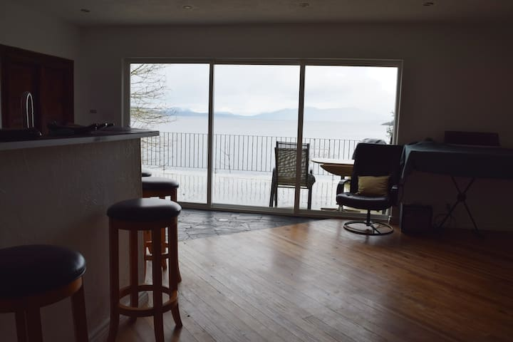 Ocean-front home near Brentwood Bay - Victoria - Talo
