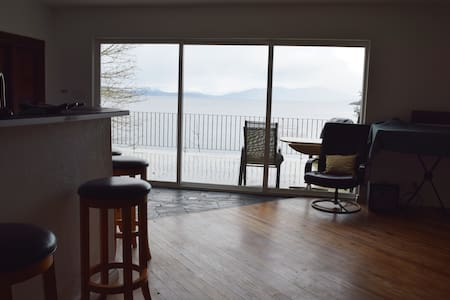 Ocean-front home near Brentwood Bay - Victoria - Rumah