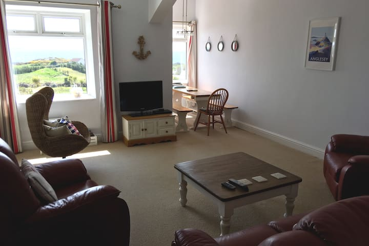 Stunning sea views over Trearddur Bay - 2 bed flat