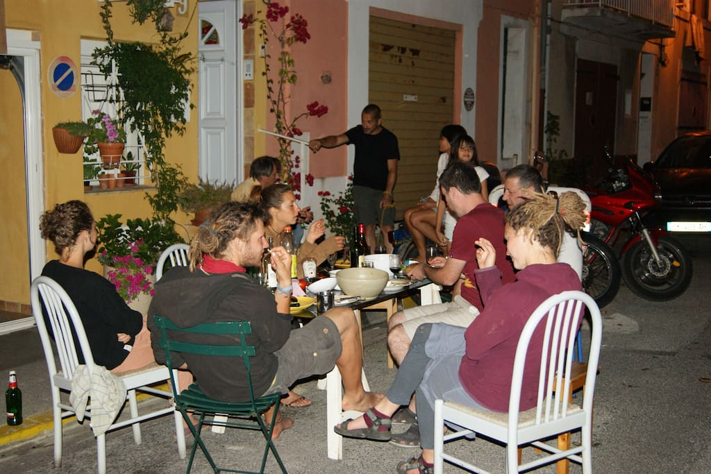 barbecue entre backpackers