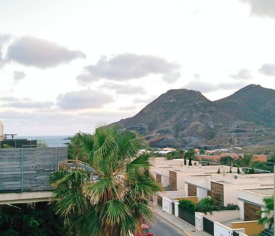 Encantador Apartamento 1 Dorm. con vistas al mar - Cala Flores - Apartemen