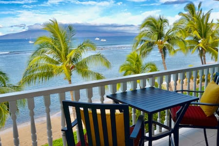 Oceanfront Lahaina studio with Spectacular views!!