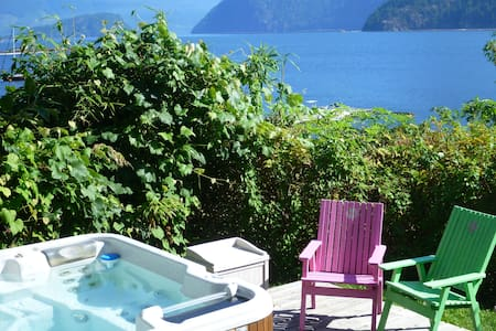 Waterfront Pet friendly Suite - Gibsons - Bed & Breakfast