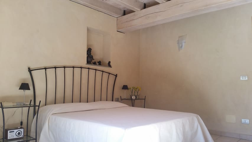Charming room with breakfast in the old Saluzzo