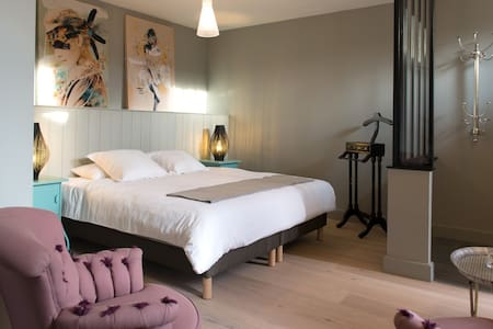 B&B Chambre Plumes - Écurie - Bed & Breakfast