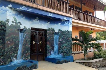 FLOAT THRU PARADISE !!!!!!! - Benque Viejo Del Carmen - Dormitorio compartido