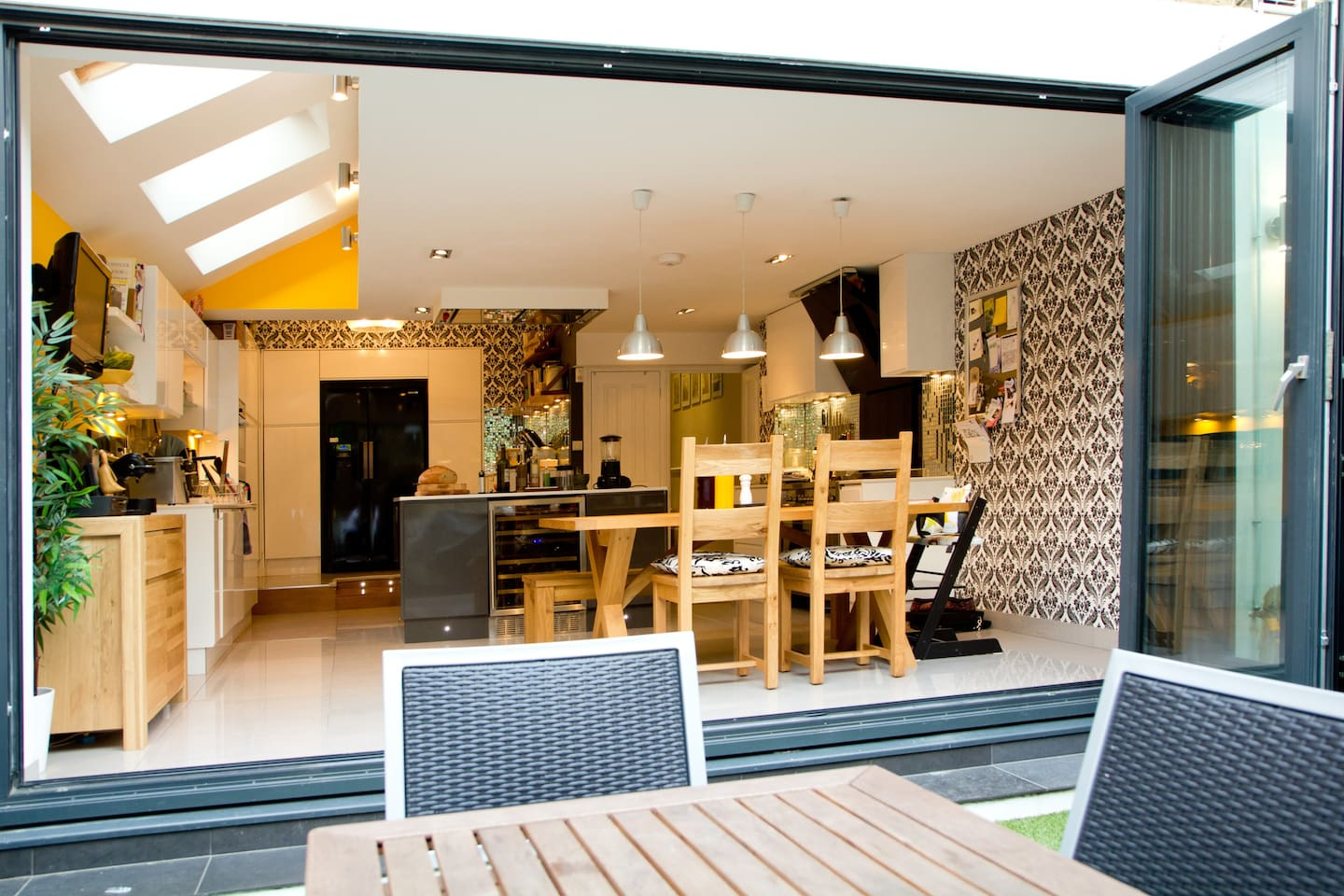 The outdoor living kitchen