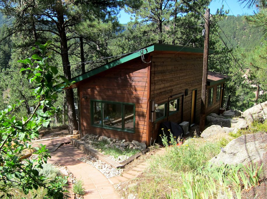 Sunny in town mountain cabin apartments for rent in for Mountain cabin rentals colorado