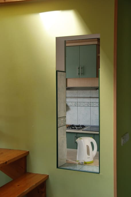 Widok do kuchni z pokoju dziennego
