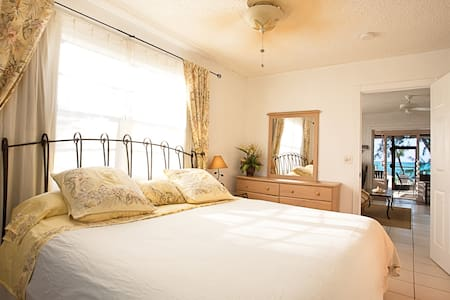 Dakota Sleigh Bed & Sealy Posturepedic King Bed