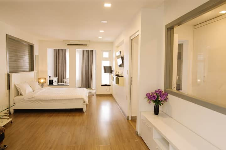 Master Room 3mins walk to Hue Central