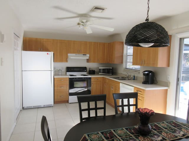 3 bedroom Pool home in Jensen Beach, Fl - Jensen Beach - Ev