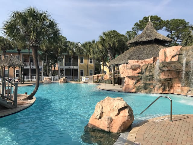 Updated Coastal Chic Villa @ Purple Parrot Resort