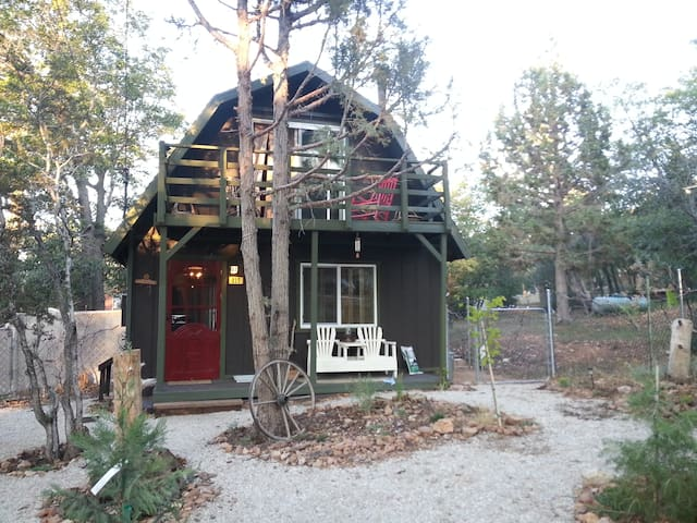Remodeled Cabin w/Private Yard /Fireplace by trail - Sugarloaf - Srub