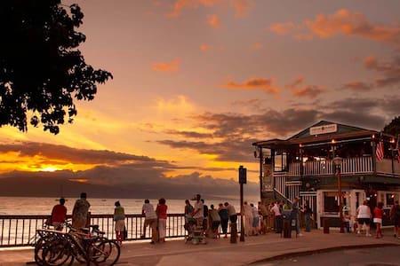 """""""Lahaina Shores Getaway"""" OCEAN VIEW - Apartment"""