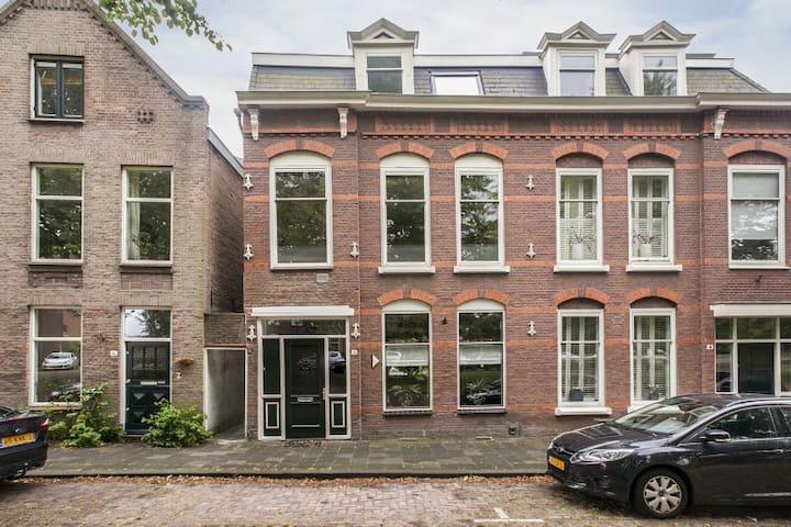 Sfeervol herenhuis in veilige en rustige buurt - Vlaardingen - Huis