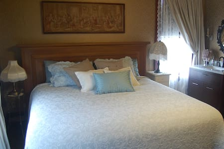 Historic Lady Florence: King Room - Stanwood