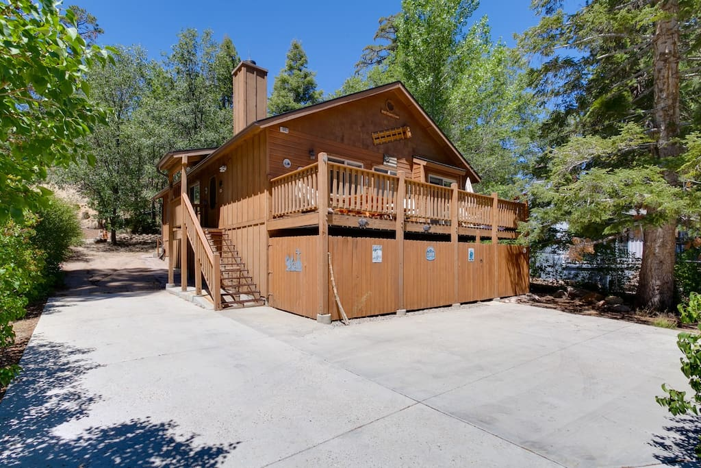 Built in 2002. This newer cabin boasts a flat driveway with RV Parking. Walk to Village and Pine Knot Marina.