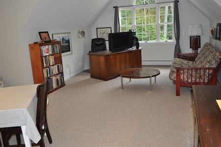 Studio suite with private entrance - Easthampton - Huis