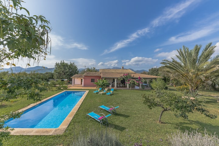 Villa Cas Sol: Nice house with pool and garden