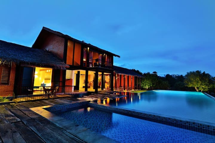 6 bedroom luxury lagoon bungalow bed and breakfasts for rent in kalpitiya north western for Bungalow on rent in khandala with swimming pool