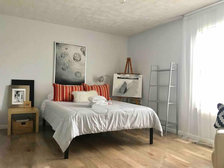 Impeccable private bedroom & bathroom-West Chester