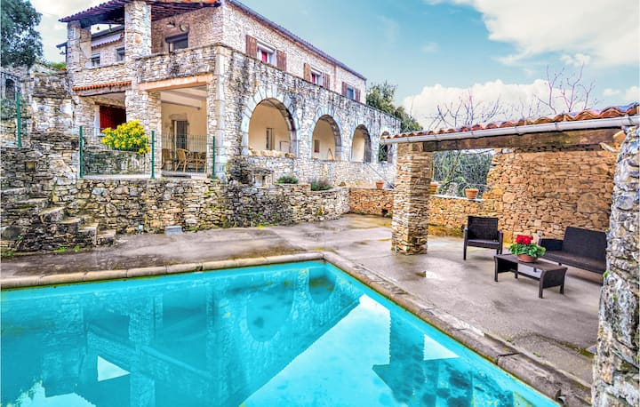 Amazing home in Bourg saint Andeol with Outdoor swimming pool, WiFi and 2 Bedrooms