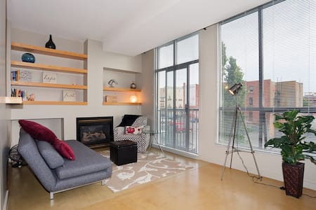 Chic Inner Harbour Waterfront Loft! - Victoria - Appartement