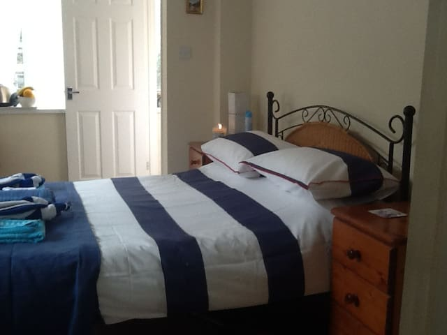 Double self contained ensuite - Torquay - Aamiaismajoitus