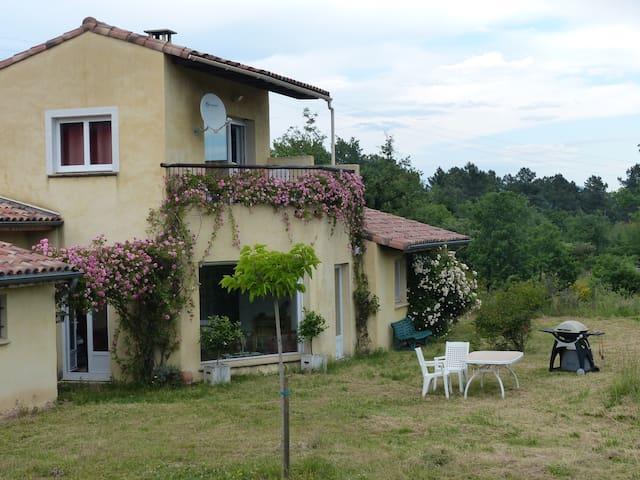 Suite 2 chambres B&B en Sud Ardèche - Ailhon - Gæstehus