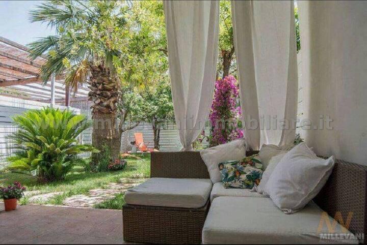 Villa con garden e discesa privata a 50 mt dal mar