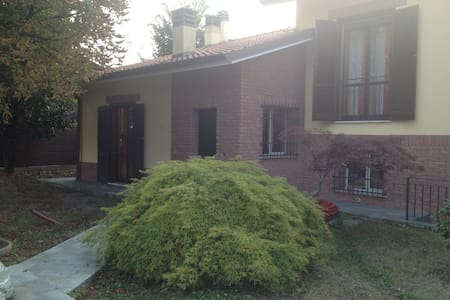 Welcoming Villa near FIERA Milano - Gudo Visconti - วิลล่า