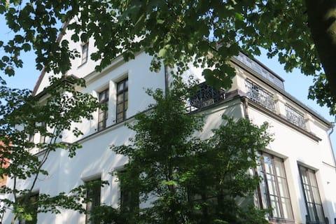 Ferienwohnung mit großem Balkon - zentral & modern