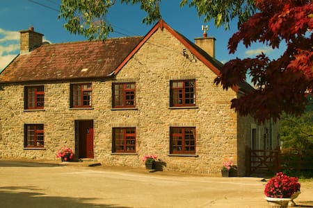 Cwmgwyn Farm B&B Twin Bedded Room - Carmarthenshire