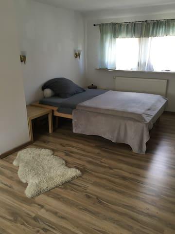 25 qm Zimmer in Einfamilienhaus - Erlangen - บ้าน