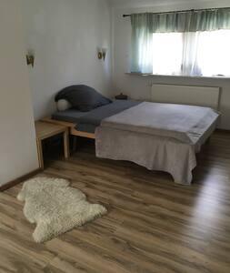 25 qm Zimmer in Einfamilienhaus - エアランゲン