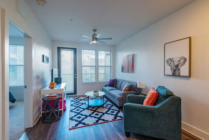 Funky + Fresh 1BR Apt in Hyde Park w/ Parking