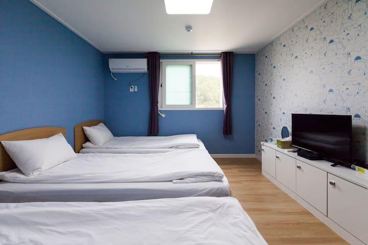3 guests room(1), Free Pick-up/Drop-off