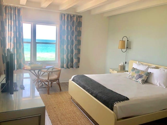 New Amazing King Room on the Beach with No Cleaning Fee - BR