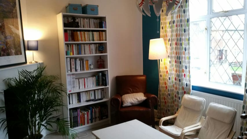 Lovely family house with garden - London - Hus