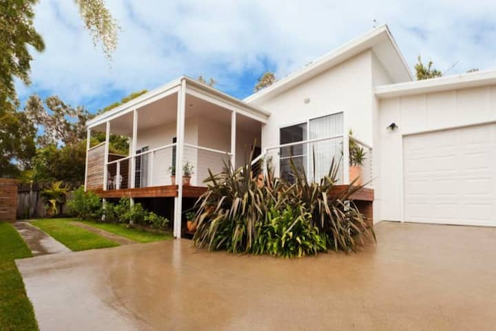 Welcome to Sunny Sawtell! Beach House With a Pool!