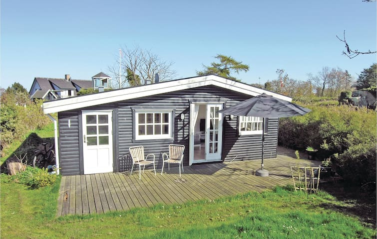 Holiday cottage with 2 bedrooms on 45m² in Allinge