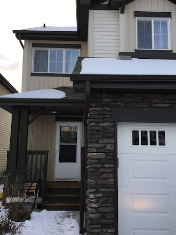 3 Bedroom Duplex with finished basement bedroom - Edmonton