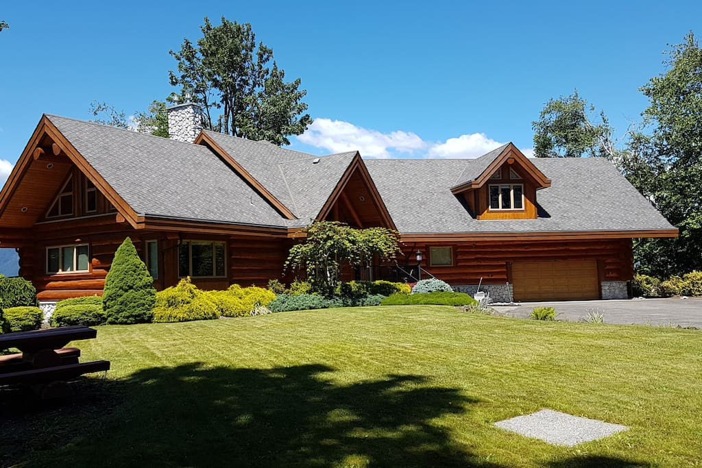 Executive Cedar Log Home