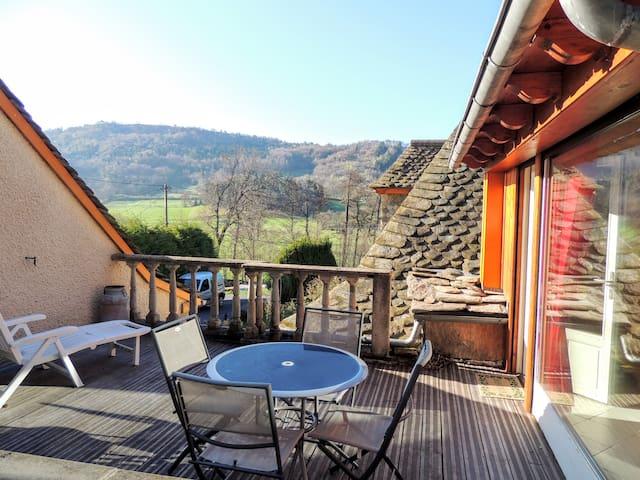 Petite Maison de style montagnard - Murat - House